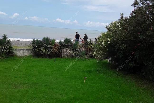 ویلا ساحلی لب دریا در دریا کنار