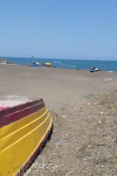 ساحل ماسهای و سنگی دریا کنار