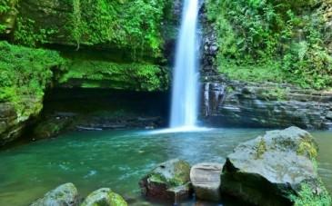 آبشار زمرد یکی از جذابترین جاذبههای گیلان