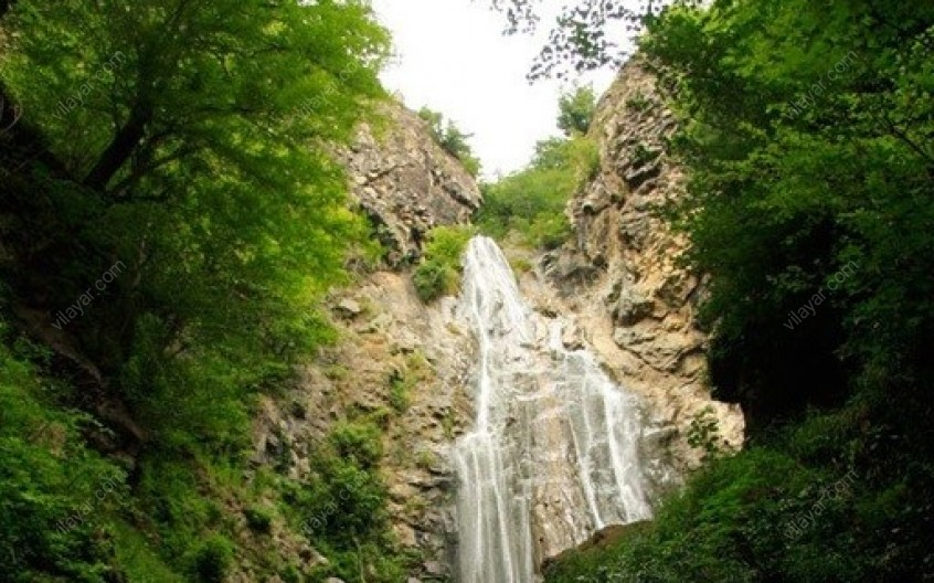 آبشار میلاش؛ جاذبهای سحرانگیز