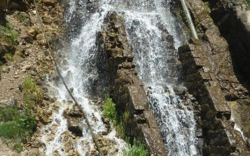 آبشار صخرهای قلعه دختر