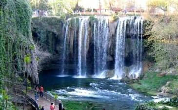 آبشار ایج؛ جاذبهای بینظیر در رامسر