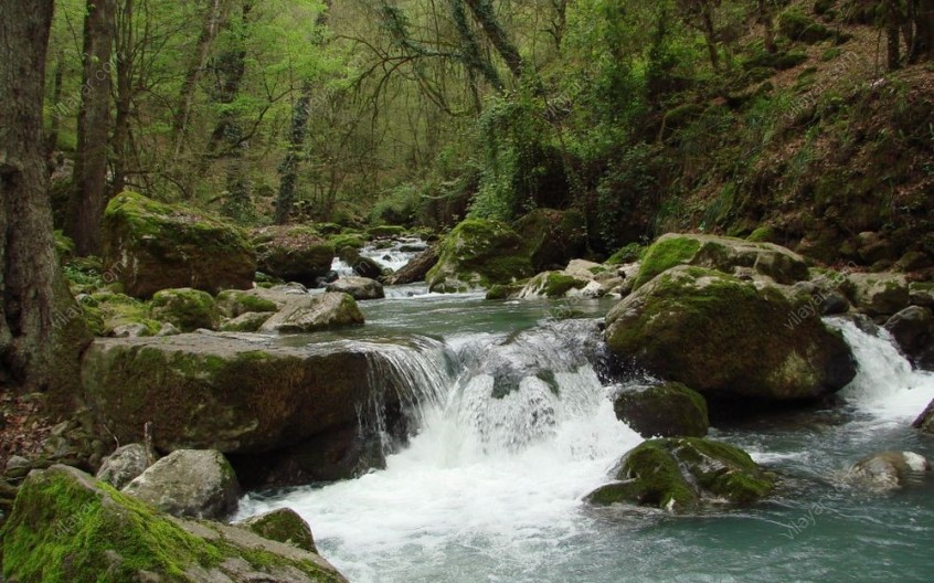 آبشارهای هفتگانهی شیر آباد و غار دیو سپید