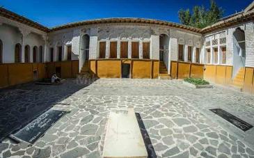 خانه نیما یوشیج در کجا واقع شده است؟