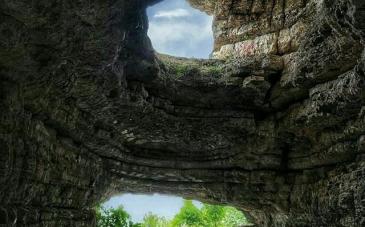 غار باستانی هوتو کمربند در کجا واقع شده است؟
