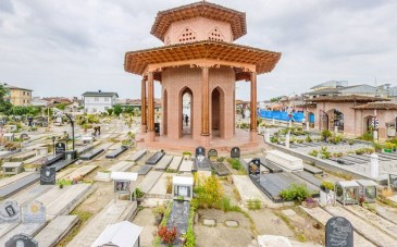 آرامگاه میرزا کوچک خان جنگلی؛ نمودی از تاریخ در دل زیبایی های رشت