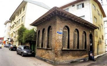 آرامگاه استاد ابراهیم پورداوود ؛ آرامگاهی قدیمی در سبزه میدان رشت