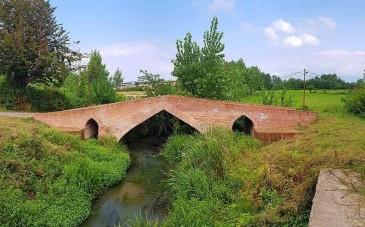 پل خشتی گوراب تولم؛ پدیده ای تاریخی در صومعه سرا