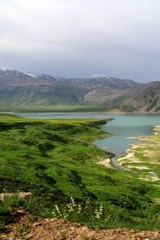 دریاچه لار در پارک ملی و زیبا دشت لار