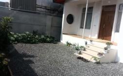 ویلای ۲۵۰ متری با حیاط گل کاری شده